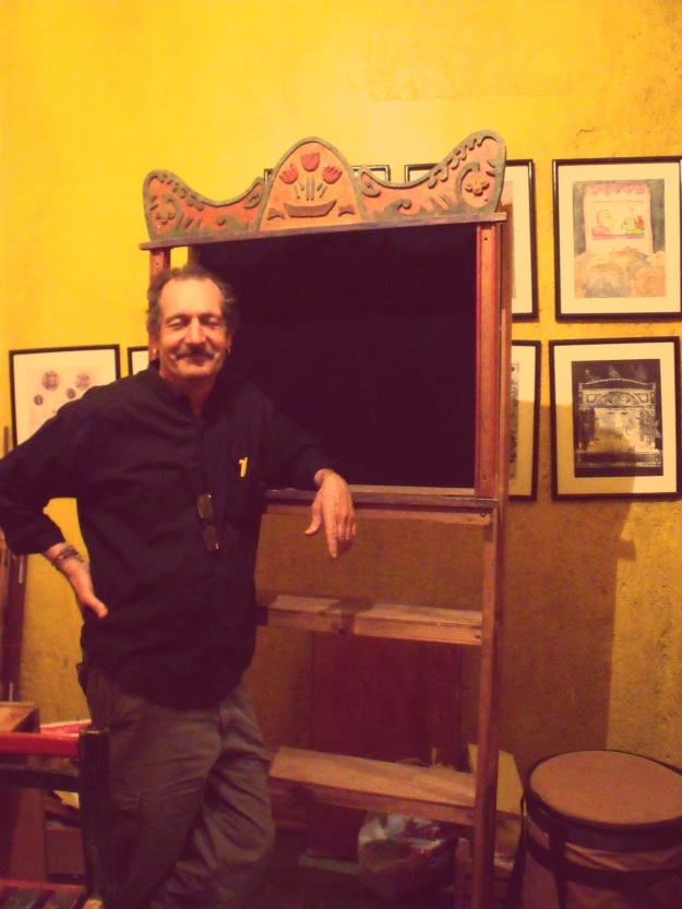 Pablo Cueto in his back room of wonders, at Teatro Tinglado